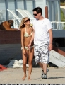 On the beach Nicole Richie is walking in bikini